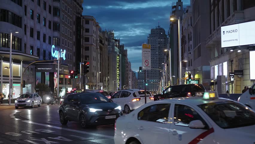 Taxi Cabs at Gran Via Stock Footage Video (100% Royalty-free) 1007957665 |  Shutterstock
