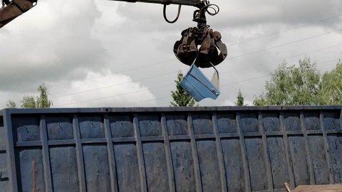 Lorry arm loader unloads scraps from heavy truck