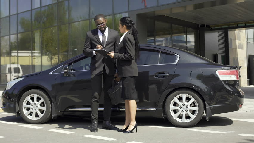 Hd00 15auto Sale Female Broker Signing Car Rental Contract With
