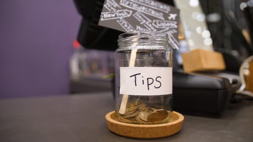 Memberikan Uang Tips saat Liburan ke Thailand