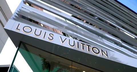 LOS ANGELES, CALIFORNIA, USA - NOVEMBER 25, 2018: Mannequins of Louis Vuitton Luxury boutique shop on Rodeo Drive, Beverly Hills, Los Angeles, California, 4k