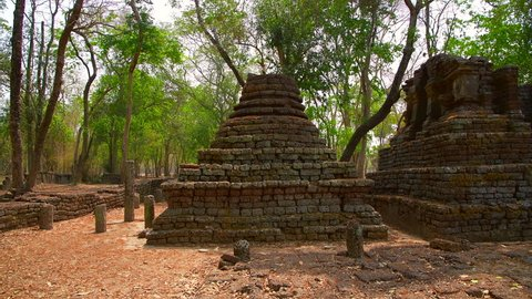 4K video of Chedi Ched Thaeo temple in Si Satchanalai historical park, Thailand.