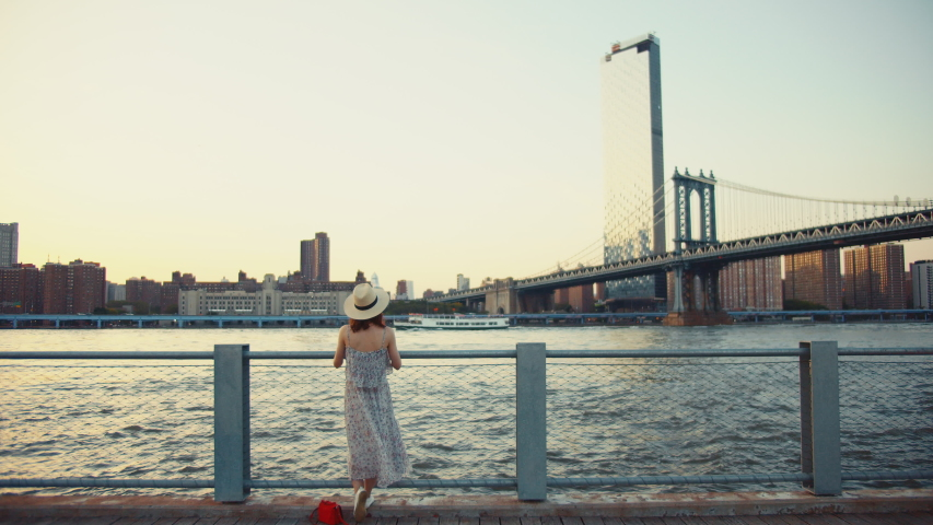 Young woman at the Manhattan bridge in the evening | Shutterstock HD Video #1042252735