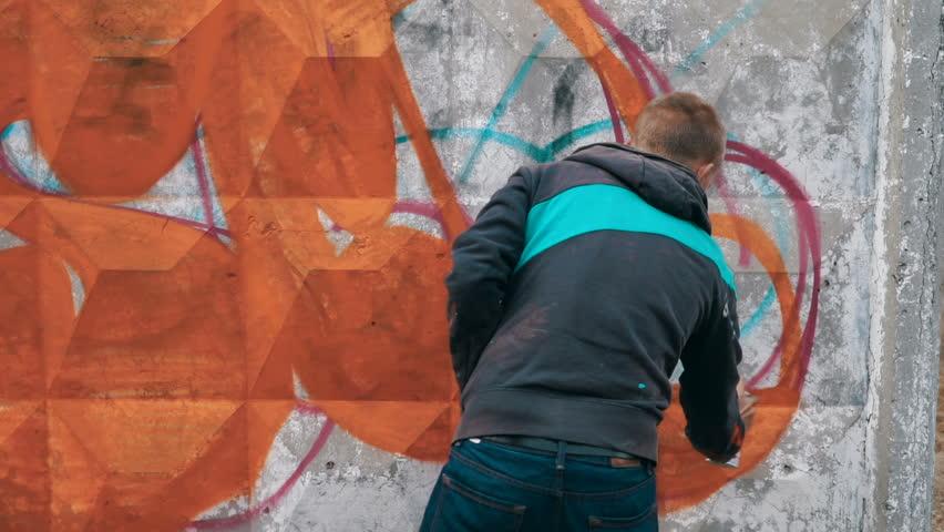Graffiti artist drawing on the wall