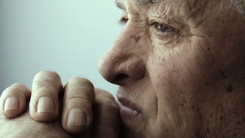 thoughtful old man portrait: lateral portrait with window light
