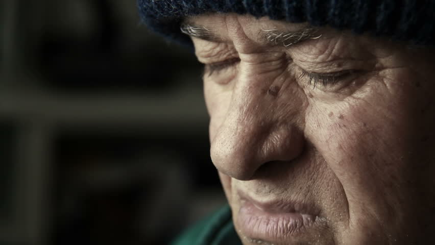 d22e6996b09a1c Depressed and Thoughtful Old Man Stockbeeldmateriaal en -video's (100%  rechtenvrij) 12397895 | Shutterstock