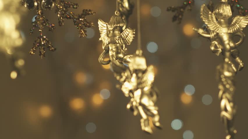 Focus pulling through christmas decorations.