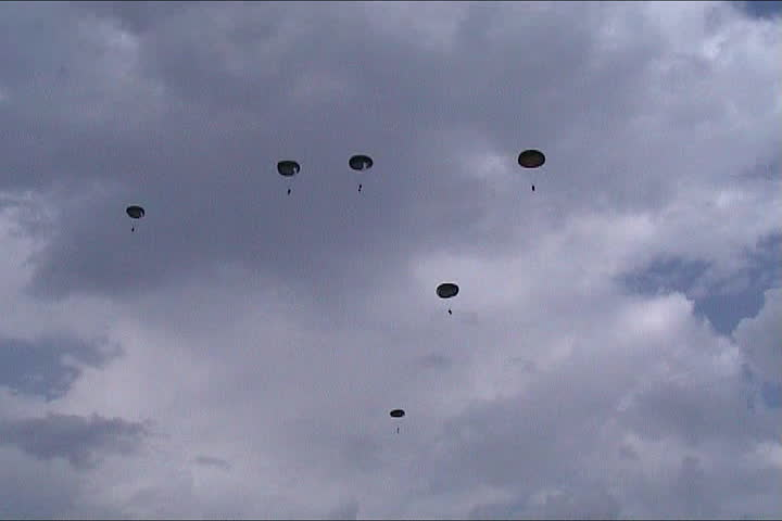 Paratroopers down from the airplane to the battlefield