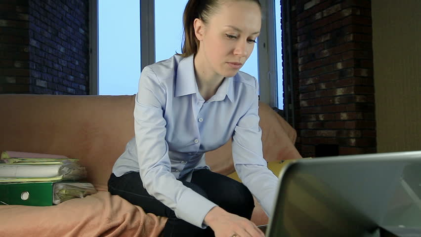 онлайн трансляции девушки за деньги упругая попка