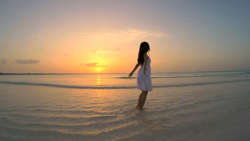 Surfer Girl Sunset Silhouette | 風景
