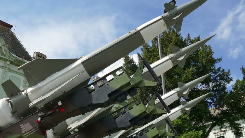 Missiles for defense against attacks from the air ; Launching ramp with military missile systems to defend against attacks from the air.