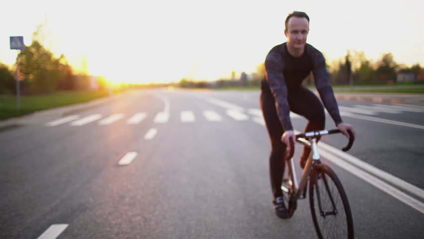 Man Riding Fixed Gear Bike Stock Footage Video (100% Royalty-free) 16703155  | Shutterstock
