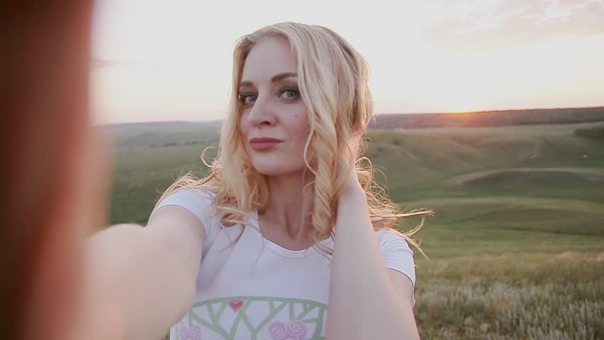 blondine selfie