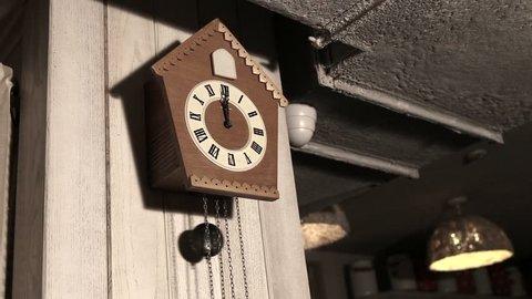 Wood Cuckoo Clock 12 O'Clock Chime Bird