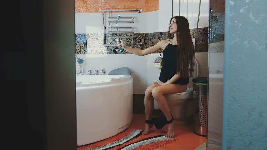 how to take a good bathroom selfie