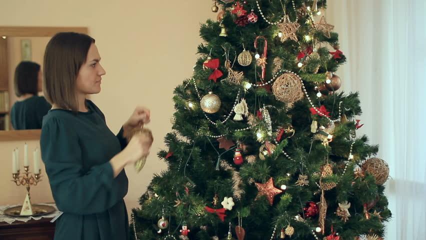 Bilderesultat for christmas tree woman