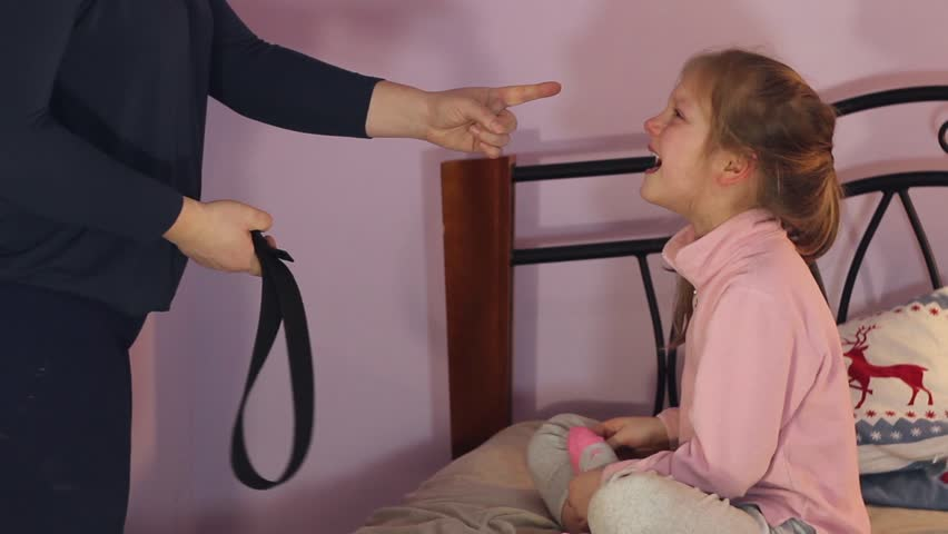 Секс видео русское мама наказала саны за плохое поведение