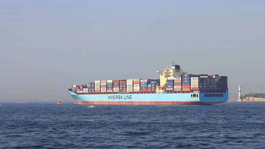 ISTANBUL - MAY 7: Container Ship, Maersk Kinloss (IMO: 9333022, UK) sails into