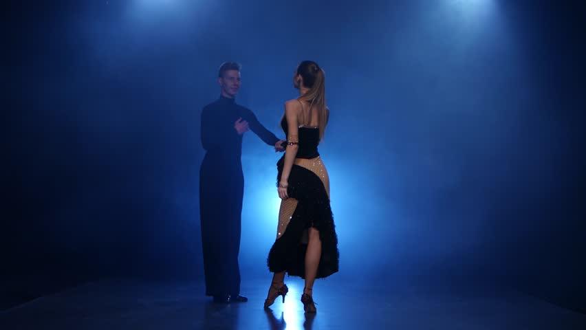 Сейчас вы можете узнать, что означает видеть во сне танцевать медленный танец, прочитав ниже бесплатно толкования снов из лучших онлайн сонников дома солнца!