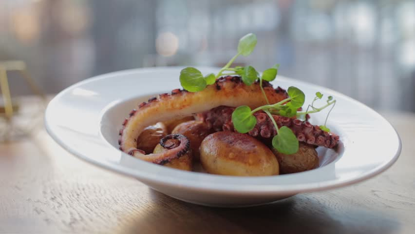 Potatoes with octopus