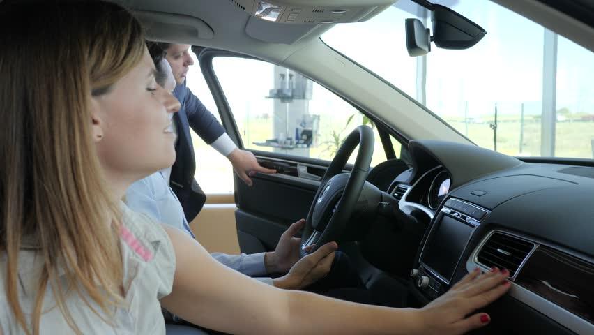 Студентка в первый раз в авто фото 465-359