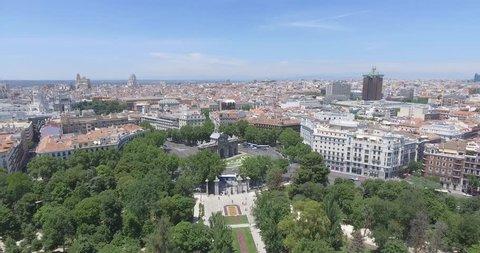 MADRID (SPAIN) - Puerta de Alcalá and City View - Aerial Footage - Riprese Aeree 4K