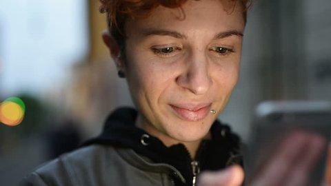 Очереди кончают видео лесби смотреть с телефона
