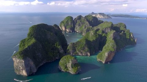 Video showing entire Koh Phi Phi Leh island (Thailand) from the air and the famous Maya Bay -