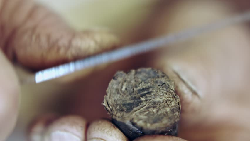 59.94fps (It can be in slow motion) handmade cigarette - cutting rope of tobacco | Shutterstock HD Video #30953071