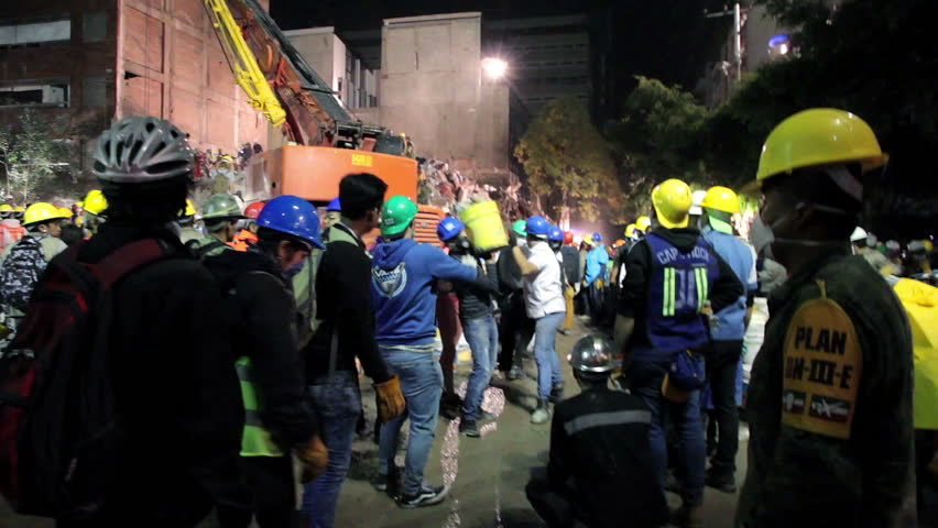 La Roma, Mexico City, Sept 21th 2017. Soldiers, rescuers and volunteers work together to find people alive inside a building collapsed by the earthquake in Mexico City the September 19th.