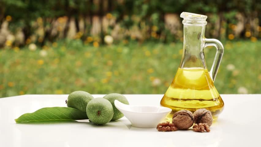 Header of walnut oil