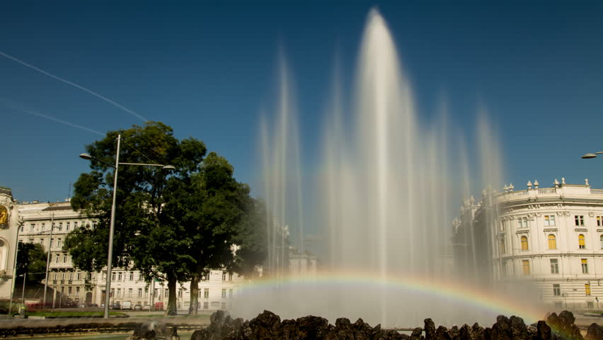 In this Hyperlapse the camera faces the viennese Hochstrahlbrunnen, a huge fountain and moves forward in a semicircle. Behind the fountain the Schwarzenbergplatz appears with a lot of traffic.