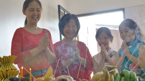 4K : Happy Asian Family praying for a prosperous in Chinese New Year Celebrations