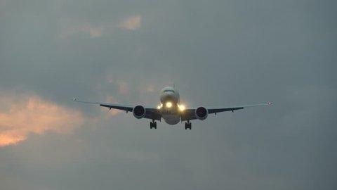 Plane flies overhead before landing. UHD, 4K