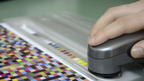 Press shop, spectrophotometer measurement of color patches in prepress on Test Arch