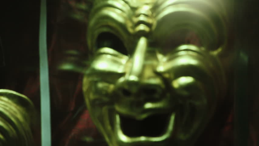 Happy Mask in a shopping window, night (focusing)