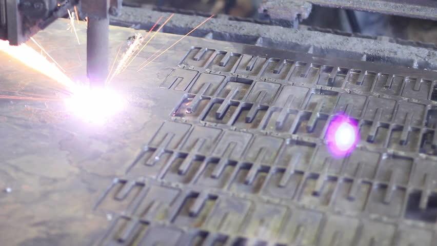 Plasma laser cutting process, metal plate being cut