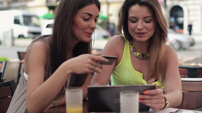 オンラインで女性の友情