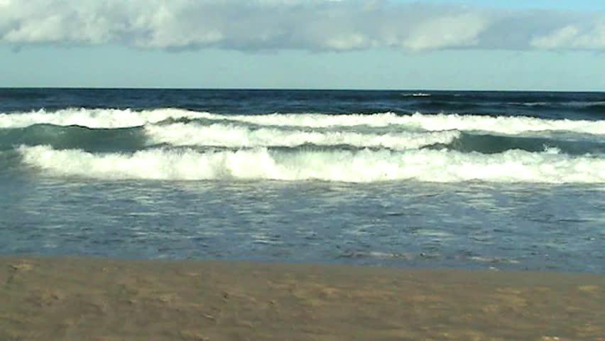 Relaxing Ocean Waves Crashing On Vidéos de stock (100 % libres de droit)  5443235 | Shutterstock