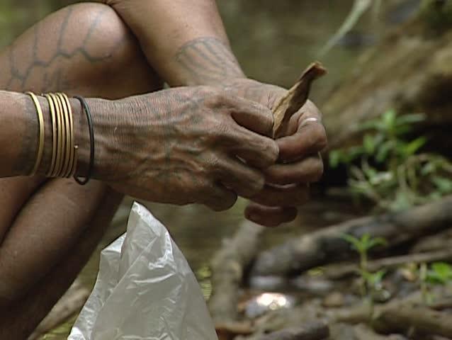 Mentawais preparing their arrows