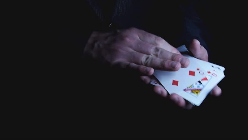 How many cards dealt in poker