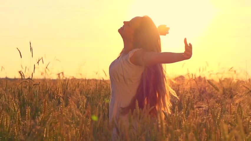 نتیجه تصویری برای Wheat field+girl