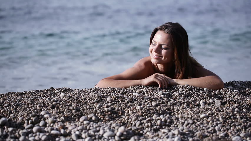 Naked girl on the beach pic 100