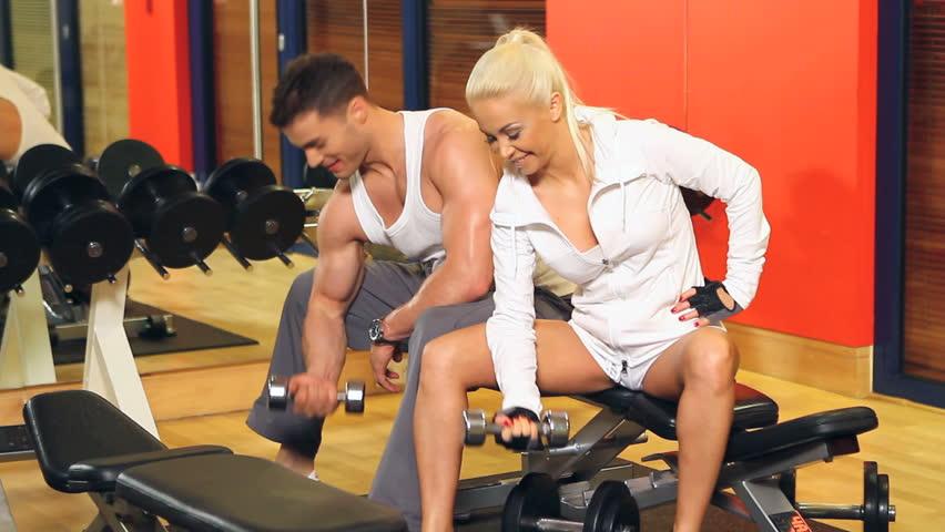 Лесбиянки в спортзале фото сообщение