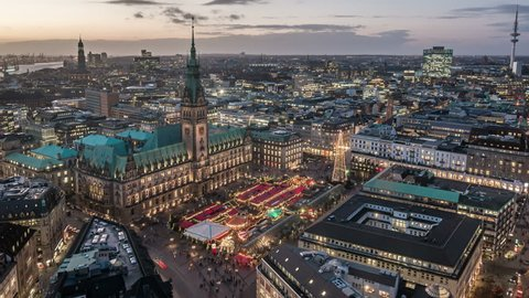 Top view time lapse sequence of Hamburg town hall with christmas market at dusk